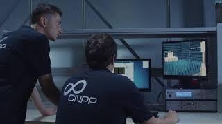 Deux experts CNPP en laboratoire d'essais de conformité des produits et systèmes