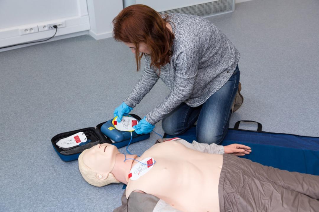 Cardiopulmonary resuscitation with defibrillator